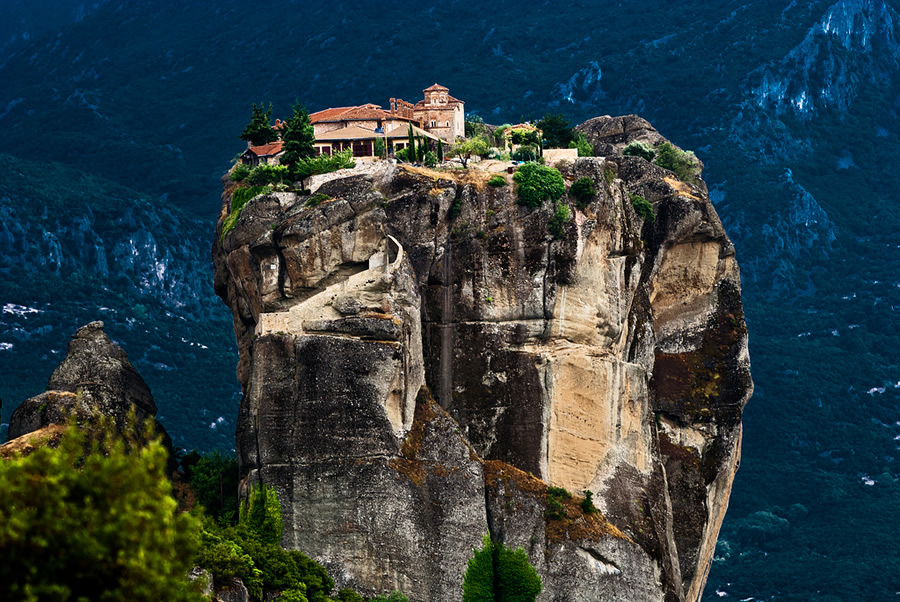 Fantastic view of Meteora (video)