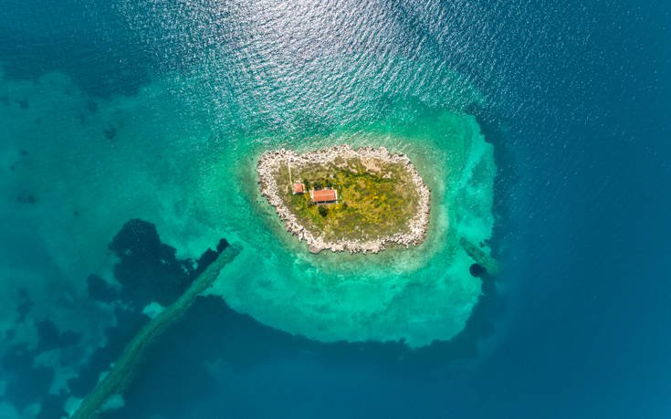 The small island with its long history in the bay of Itea